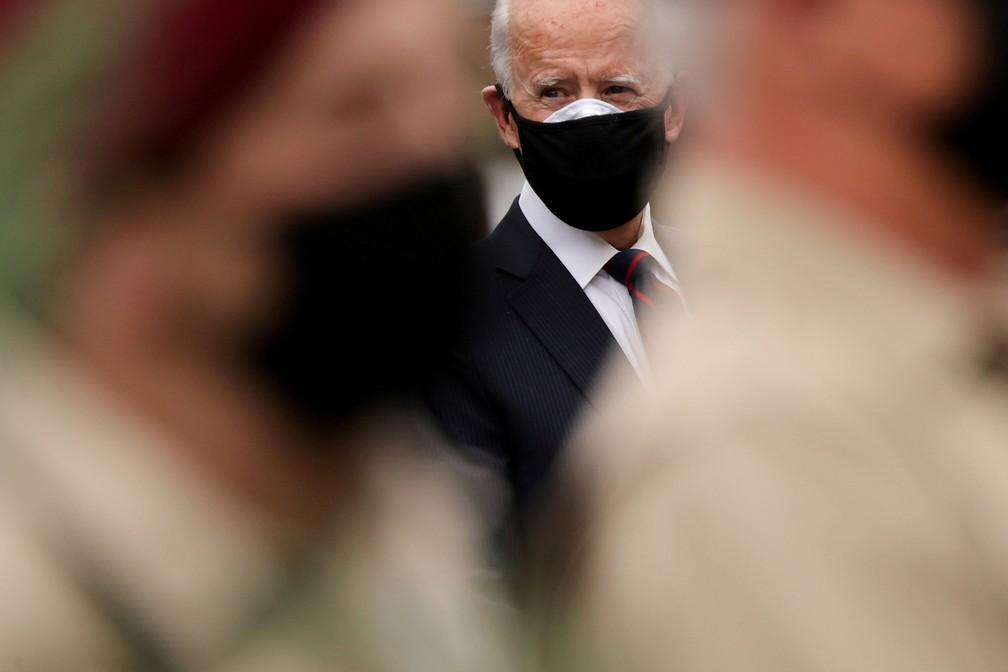 Biden durante cerimônia pelo Dia dos Veteranos — Foto: REUTERS/Jonathan Ernst
