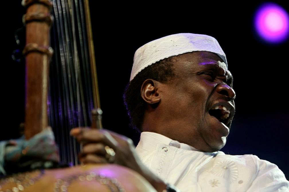 Mory Kanté durante show em festival em Rabat, Marrocos, em 2007  — Foto: REUTERS/Rafael Marchante