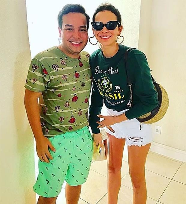 Bruna Marquezine e fã após jogo do Brasil (Foto: Reprodução/Instagram)