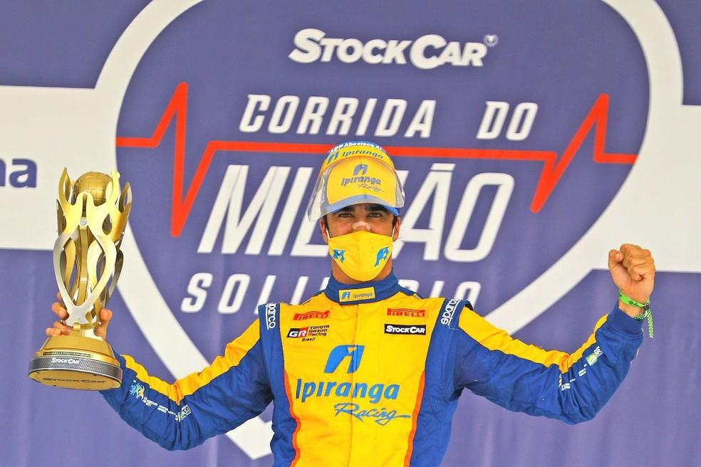 Gaúcho Cesar Ramos comemora pole na Corrida do Milhão da Stock Car — Foto: Carsten Horst/Hyset