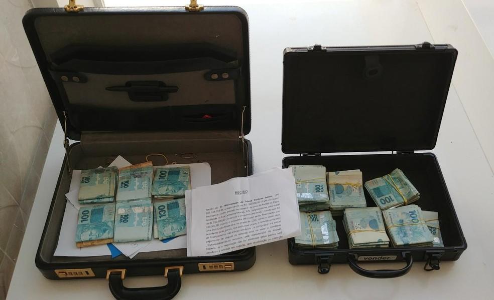 Operação Xeque-Mate apreendeu R$ 300 mil reais em dinheiro durante a ação (Foto: André Resende/G1)