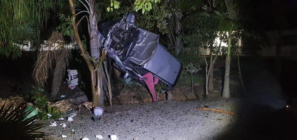 Mulher morre após carro bater em árvore na SC-350, em Aurora