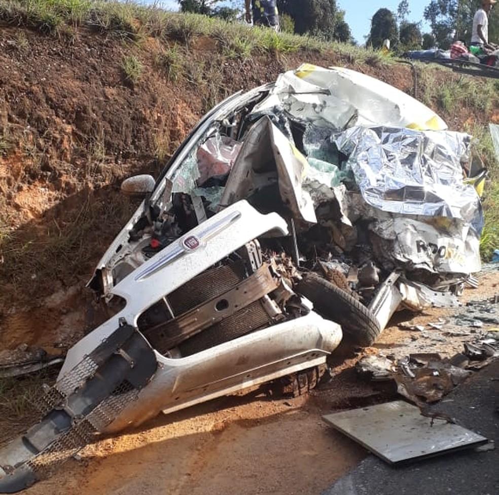 A vítima fatal, um homem de 52 anos, era de Ribeirão Preto (SP) e dirigia o carro envolvido no acidente registrado entre Pains e Pimenta — Foto: Polícia Militar Rodoviária/Divulgação