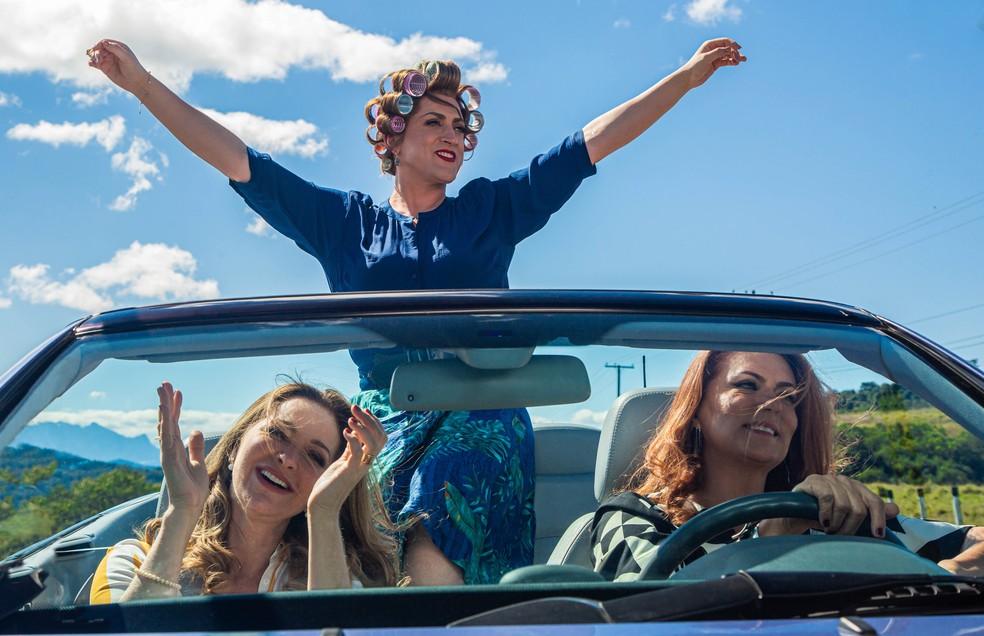 Paulo Gustavo, Alexandra Richter e Patricya Travassos em cena do terceiro 'Minha mãe é uma peça' — Foto: Divulgação