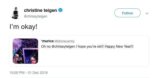A modelo Chrissy Teigen fazendo piada com a gudar-chuvada da atriz Leslie Jones (Foto: Twitter)