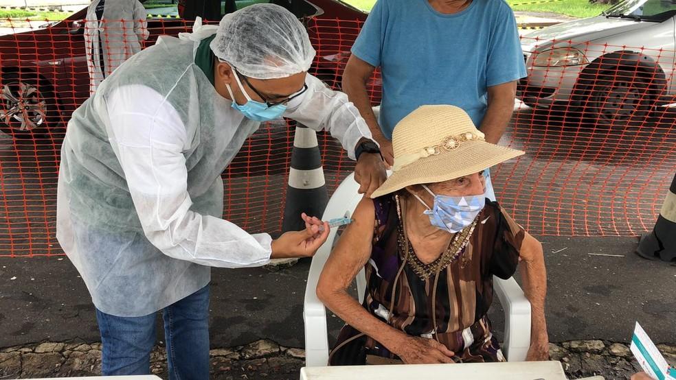 Vacinação de idosos com mais de 80 anos acontece em Manaus. — Foto: Matheus Castro/G1 AM