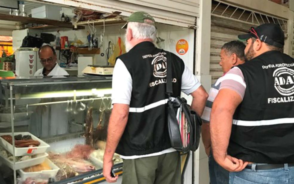 Operação ocorreu em boxes do Centro de Abastecimento de Jacobina (Foto: Divulgação / MP)