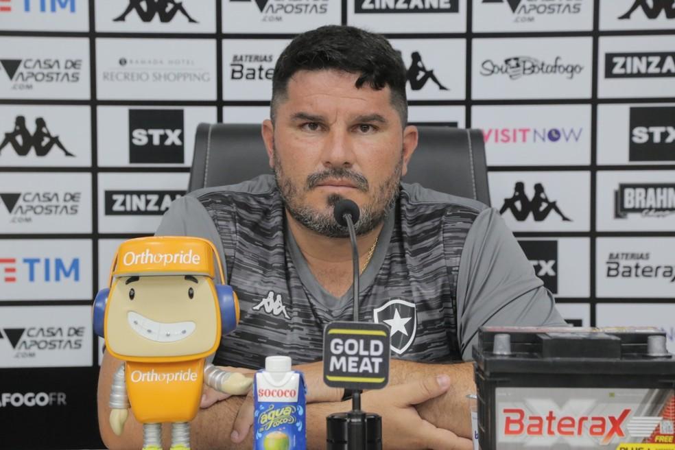 De volta ao Botafogo, Eduardo Barroca contraiu Covid-19 na primeira semana de treinos — Foto: Gabriel Baron/Botafogo