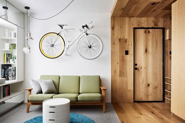 Décor do dia: madeira e tons claros na sala de estar