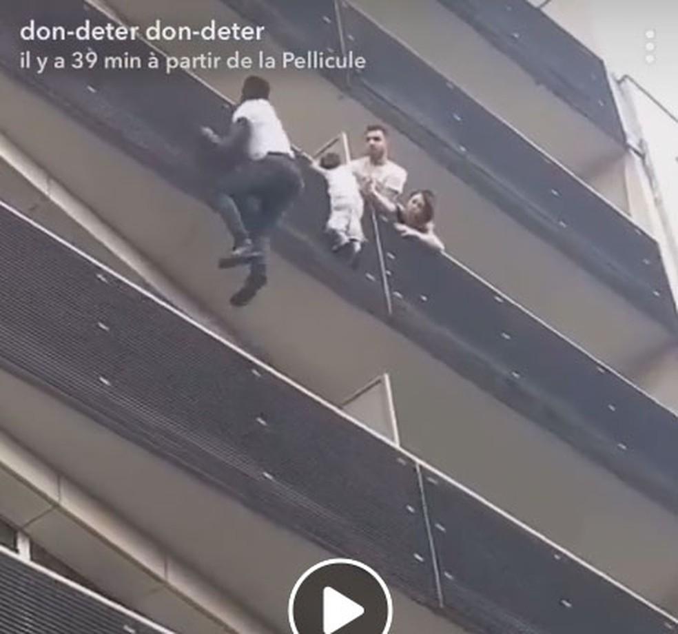 Mamoudou Gassama, de 22 anos, escalou prédio em Paris para salvar menino (Foto: Reprodução/Facebook)