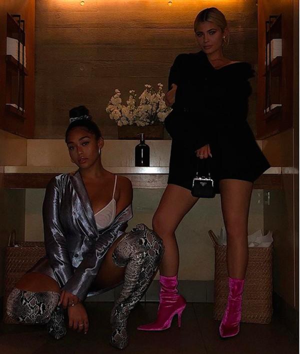 A socialite Kylie Jenner com a amiga Jordyn Woods (Foto: Instagram)