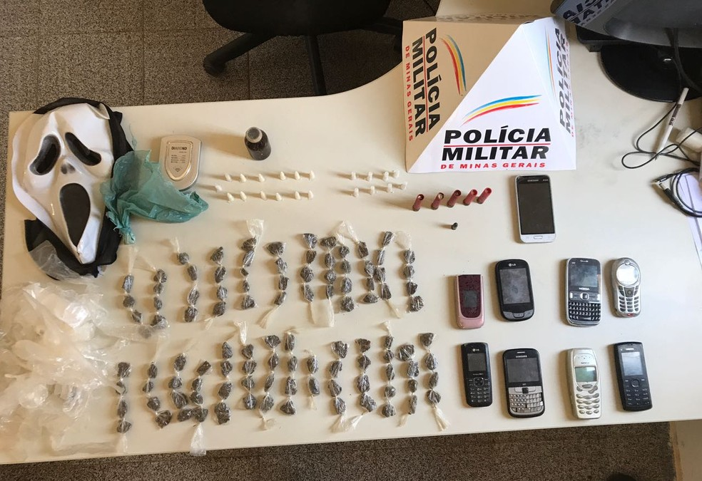 Droga foi apreendida em duas casas no Bairro São José (Foto: Polícia Militar / Divulgação )
