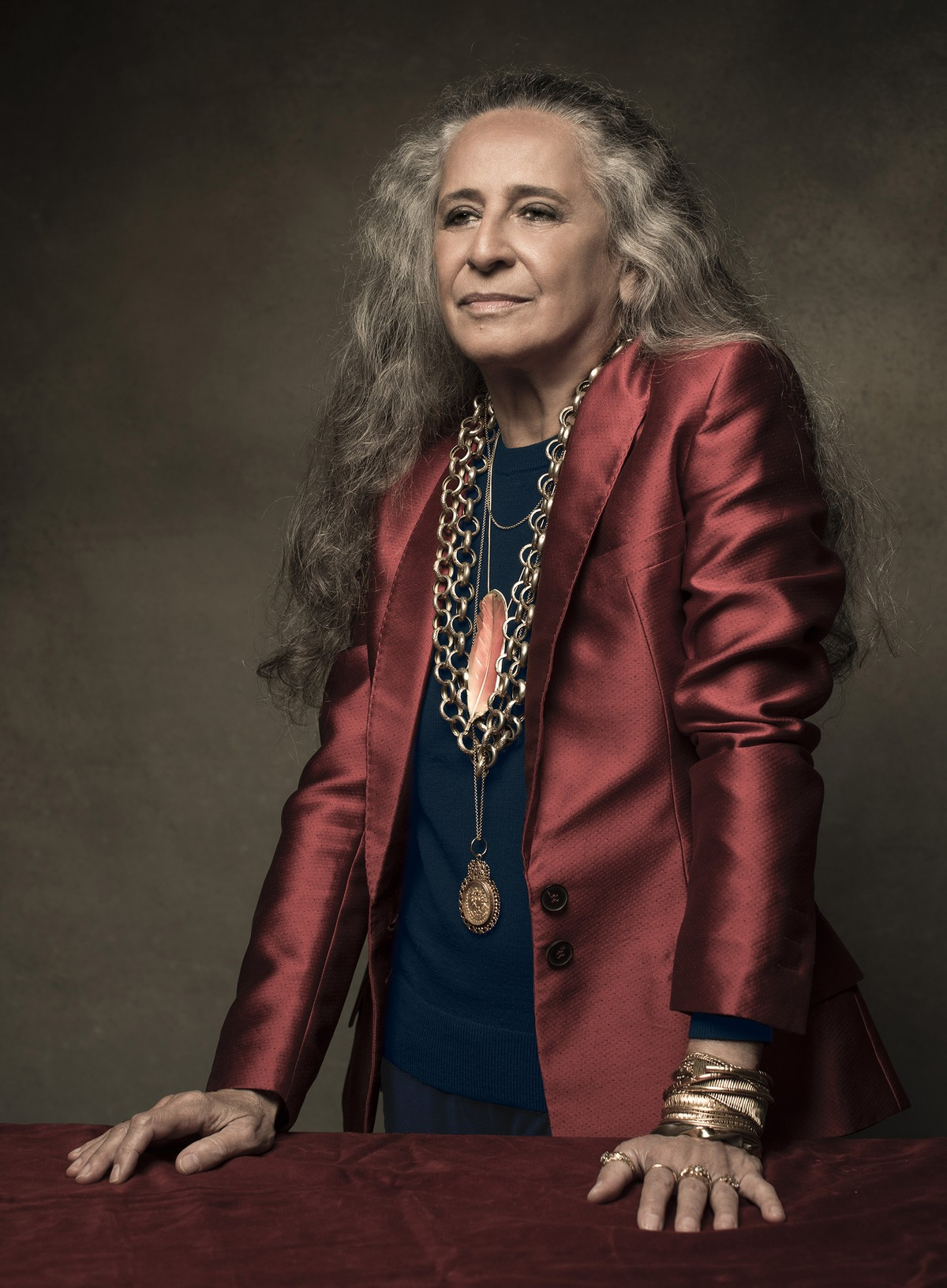 Maria Bethânia colhe 'A flor e o espinho' para single do álbum em que faz exaltação à Mangueira - G1