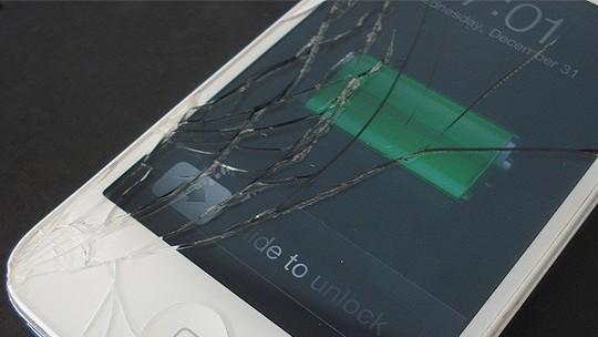 Foto: (O iPhone é equipado com Gorilla Glass e ainda assim está sujeito a fissuras e quebras (Foto: Reprodução/Phone Techs))