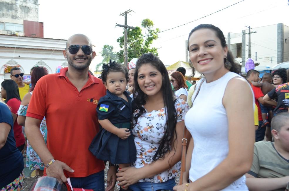 Ana Carolina vestiu a filha de militar em homenagem ao pai  (Foto: Hosana Morais/G1)