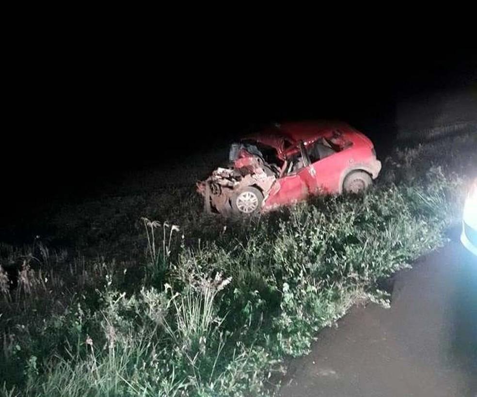 Cinco pessoas que estavam no carro morreram em colisão com caminhão em Estrela Velha (Foto: Cleber Moura/Geração FM)