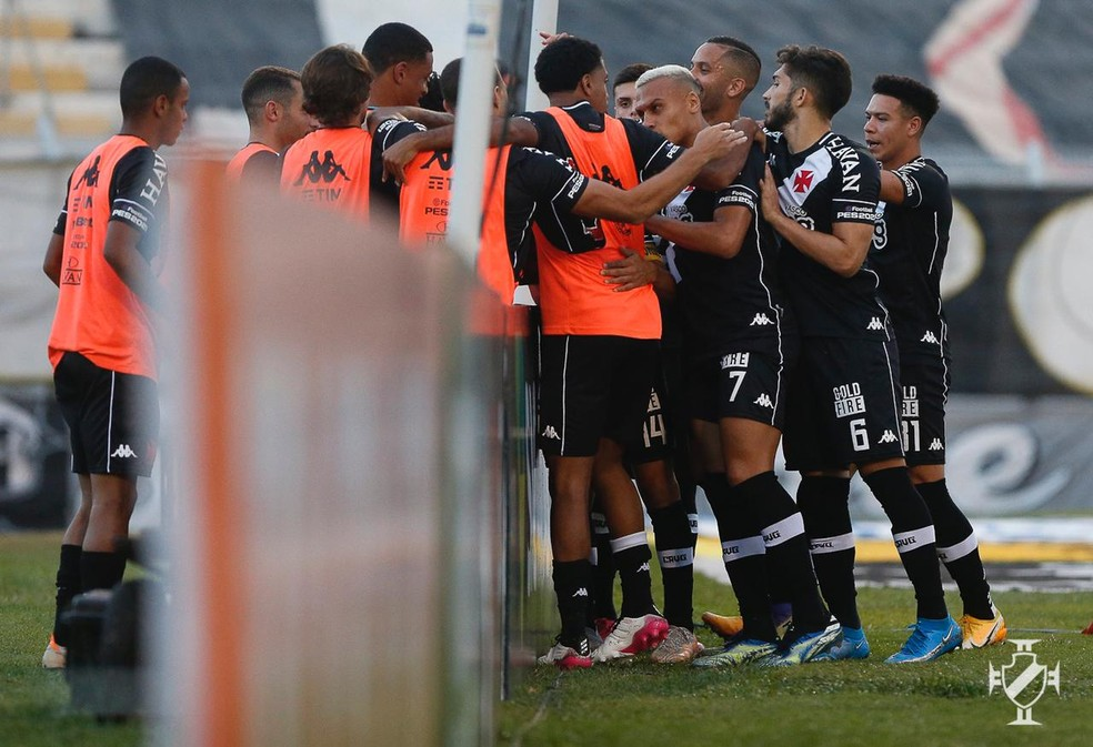 Jogadores do Vasco comemora gol de Cano contra a Ponte — Foto: Rafael Ribeiro/Vasco