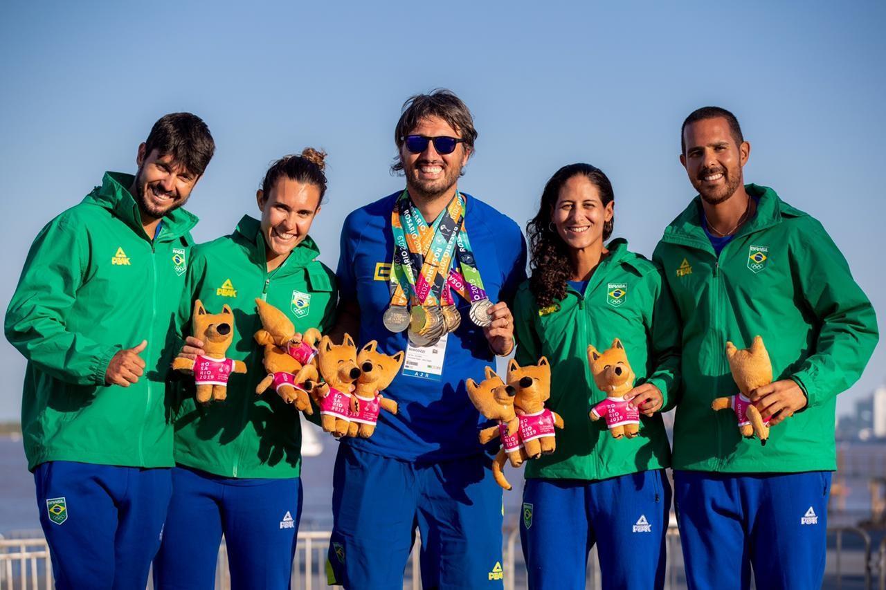 Alex Mingozzi, ao centro, com parte da seleção brasileira