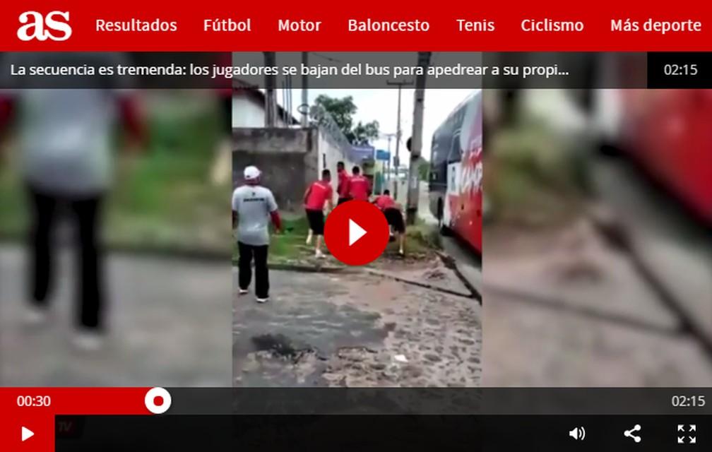 """Jornal """"AS"""" repercute briga entre jogadores e torcida — Foto: Reprodução/AS"""