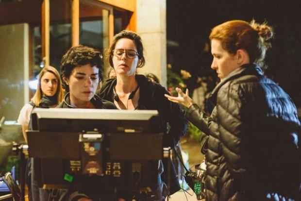 Anne Pinheiro Guimarães e Carolina Jabor no set (Foto: Hysteria)