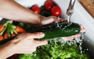 Como higienizar frutas e hortaliças em casa