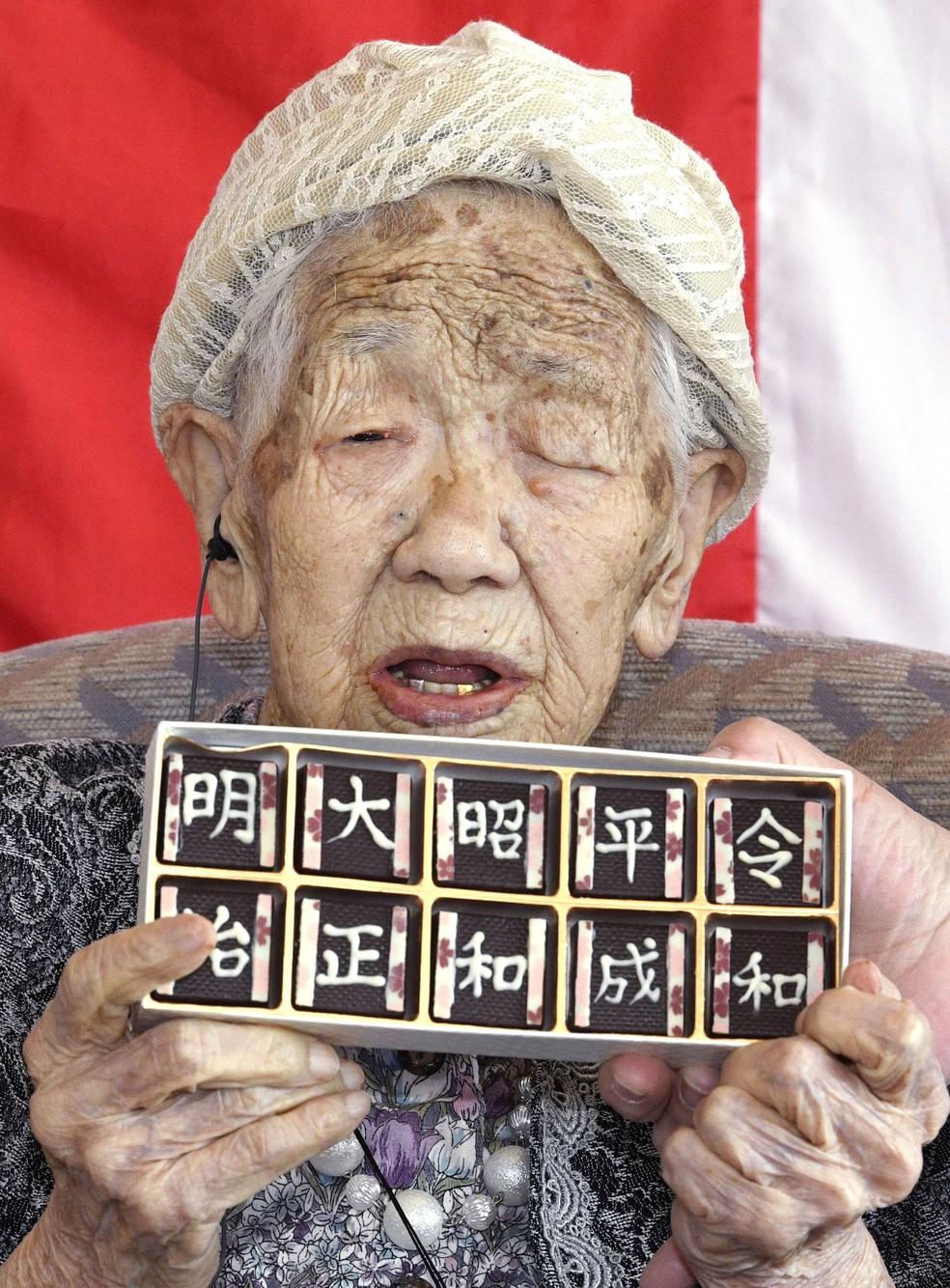 Considerada a mulher mais velha do mundo pelo livro dos recordes, a japonesa Kane Tanaka nasceu durante a era Meiji, época de grande transformação no Japão. — Foto: Ryosuke Uematsu/Kyodo News via AP