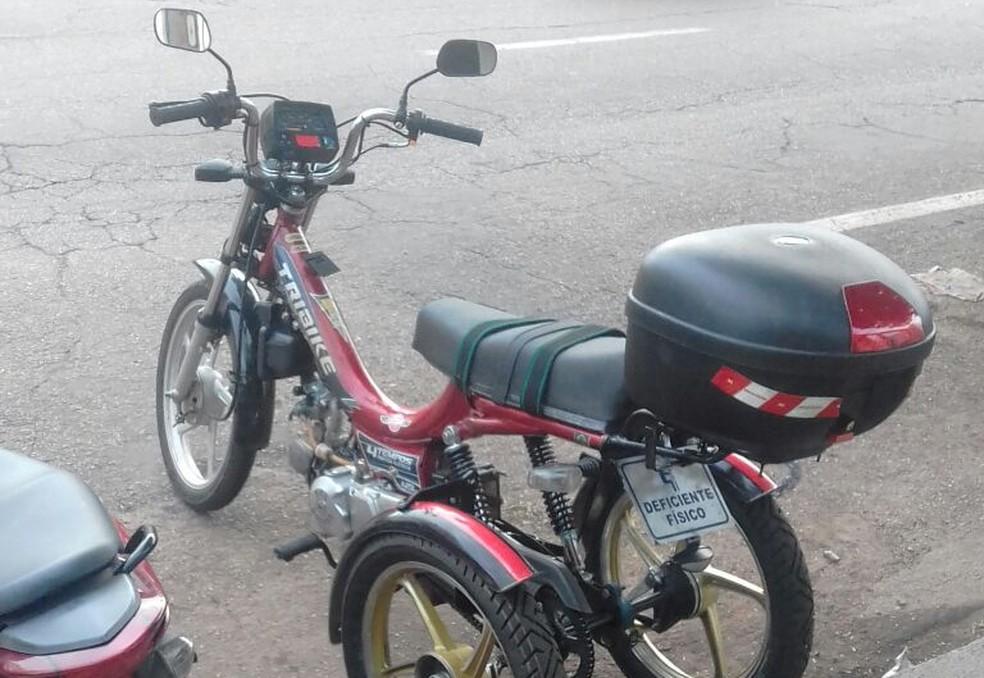 Triciclo foi furtado quando estava estacionado em frente a comércio no bairro Pedrinhas — Foto: Josemar Carmo/Arquivo pessoal