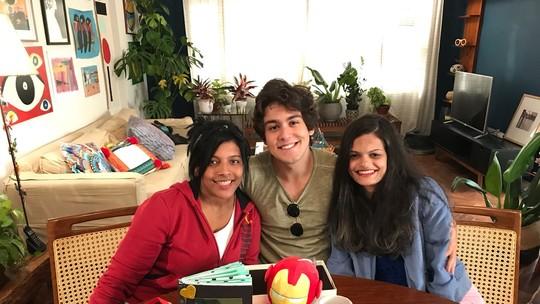 Daniel Rangel tem encontro com fãs  de 'Malhação' e se surpreende com presente de aniversário