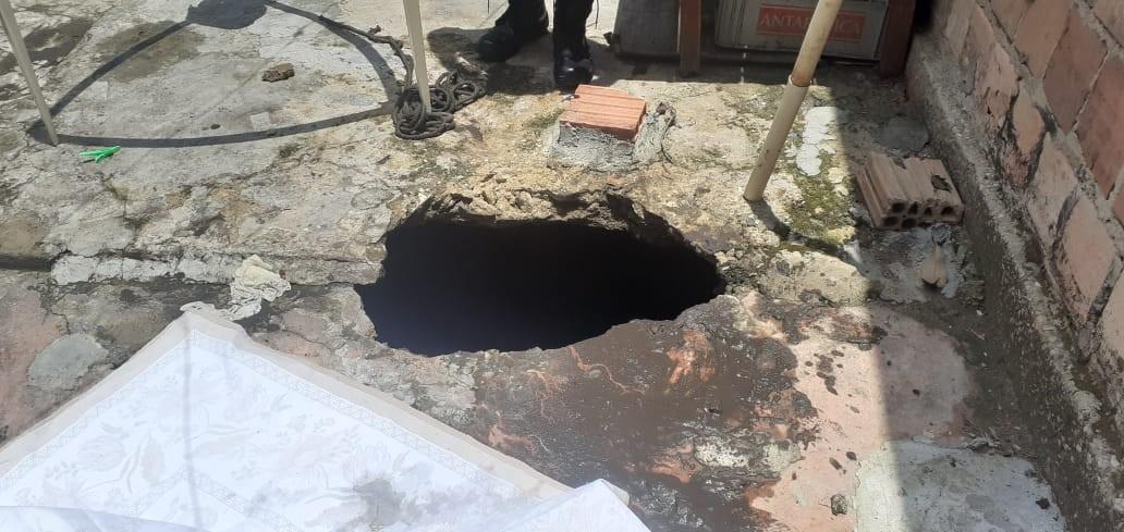 Mulher morre após ser 'engolida' por buraco enquanto estendia roupa, em Manaus - Notícias - Plantão Diário