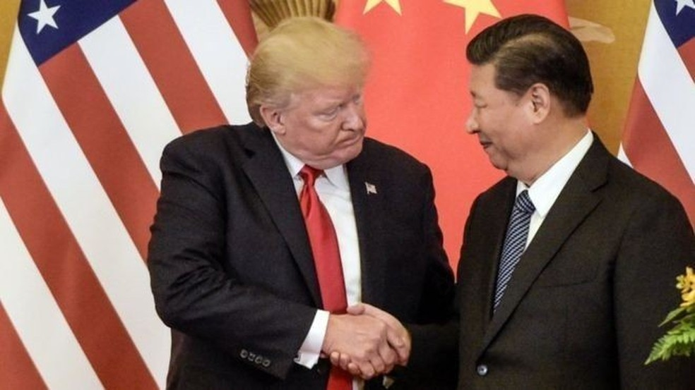 Os presidentes dos EUA e da China têm no G20 o primeiro encontro desde que o governo americano elevou tarifas sobre mais de US$ 200 bilhões de importações chinesas em julho — Foto: AFP/Getty via BBC