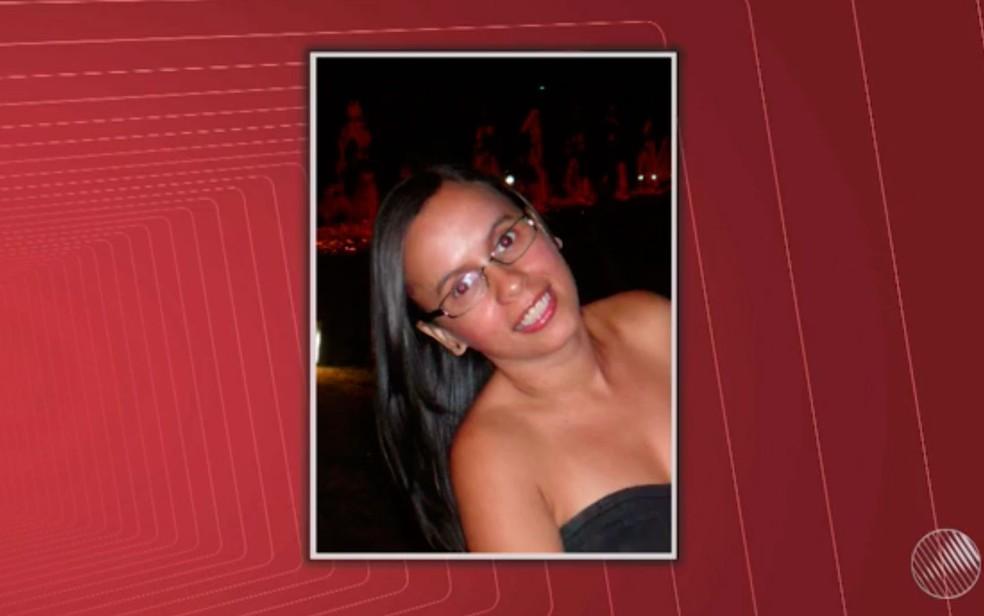 Daniela Bispo, de 38 anos, foi encontrada morta dentro de um prédio comercial, em Salvador (Foto: Reprodução/TV Bahia)