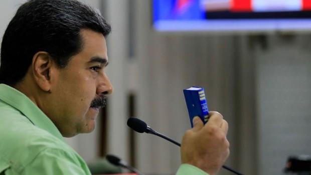 Nicolás Maduro enviou tropas à fronteira da Venezuela com Colômbia e Brasil para impedir a entrada de ajuda humanitária organizada pelos EUA (Foto: EPA via BBC)
