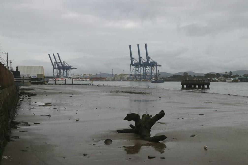 Itajaí registra maré baixa nesta quinta-feira — Foto: Luiz Souza/ NSC TV
