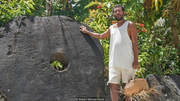 Algumas pedras chegam a medir mais de 3 metros de diâmetro (Foto:  Robert Michael Poole/BBC)