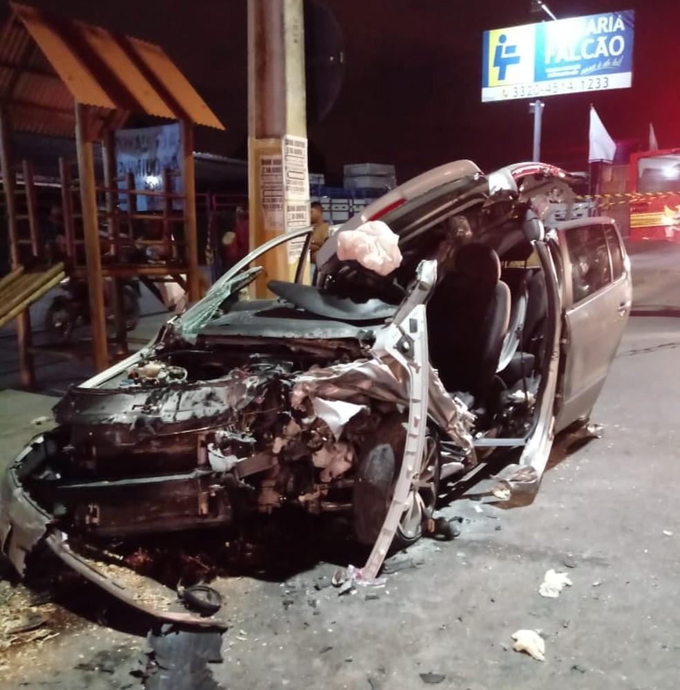 Carro ficou completamente destruído após acidente em Maceió â?? Foto: Corpo de Bombeiros/Ascom