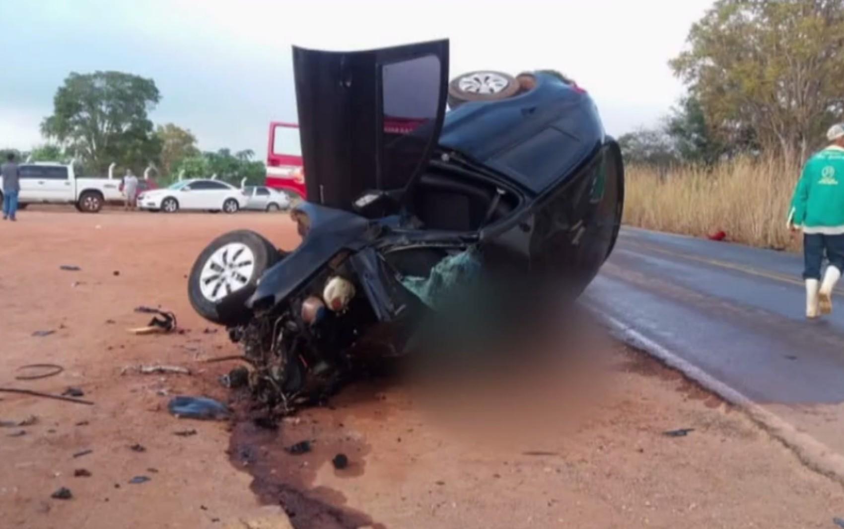 Dois homens morrem após carros baterem de frente na GO-164, em São Luís de Montes Belos