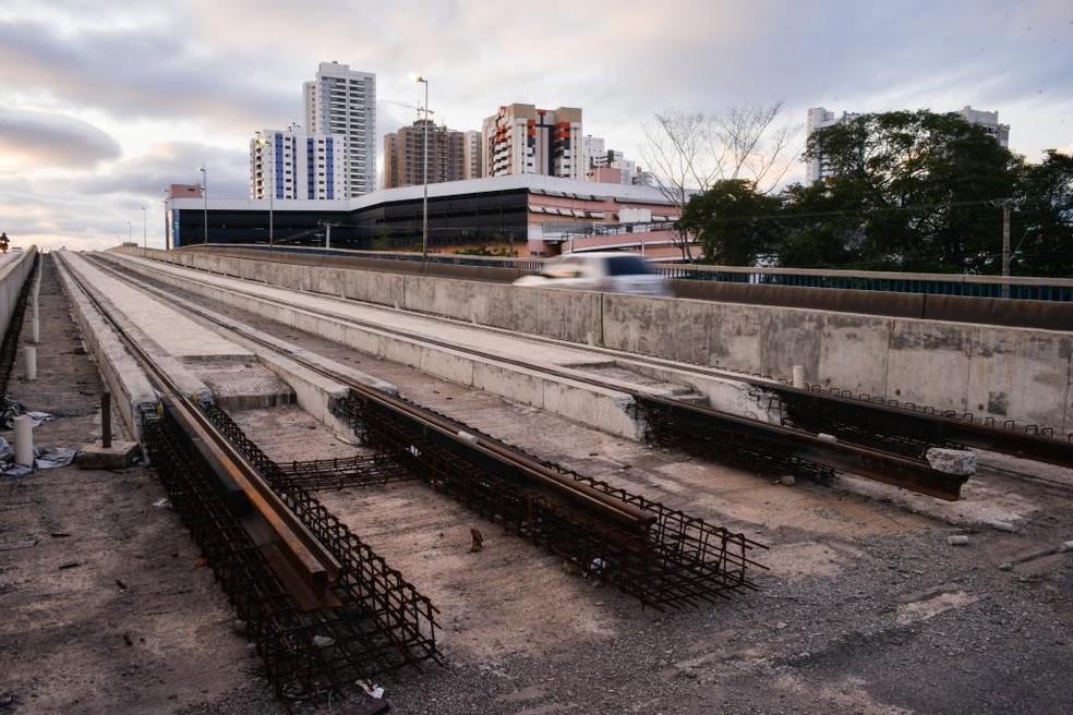Obras do VLT, paradas há 6 anos, devem ser substituídas por instalação de BRT — Foto: Mayke Toscano/Secom-MT