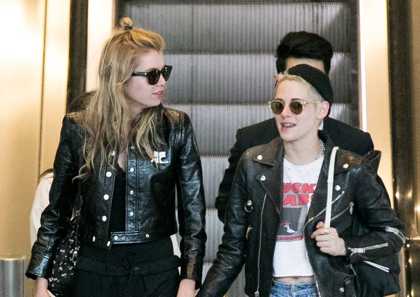 PARIS, FRANCE - JUNE 13: (L-R) Model Stella Maxwell and actress Kristen Stewart are spotted at Charles-de-Gaulle airport on June 13, 2017 in Paris, France. (Photo by Marc Piasecki/GC Images) (Foto: GC Images)