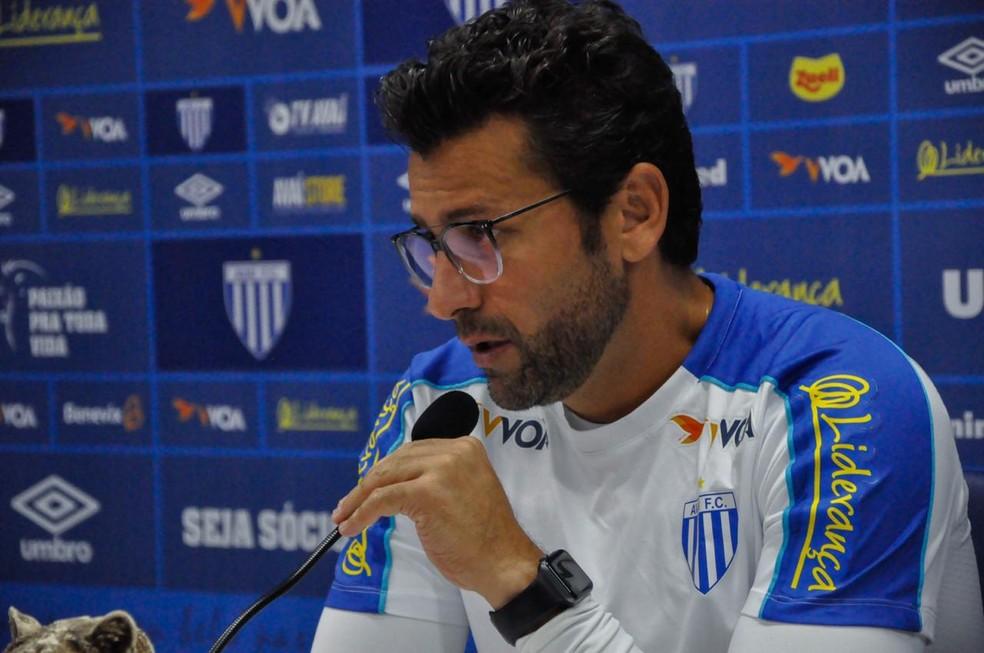 Alberto Valentim vai comandar o Avaí contra o Vasco — Foto: Maria Heloísa Vieira / Avaí FC