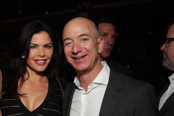 O empresário Jeff Bezos com a amante, a jornalista Lauren Sanchez (Foto: Getty Images)