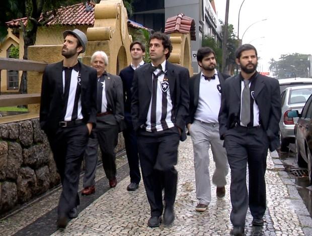 Tocida do Botafogo protesta de terno e gravata (Foto: Reprodução SporTV)