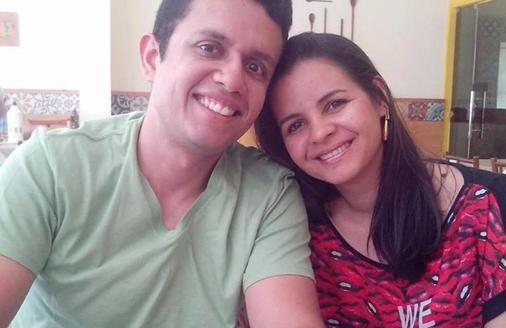 José Geovane Filho e a esposa Lina Carla Pereira — Foto: Reprodução