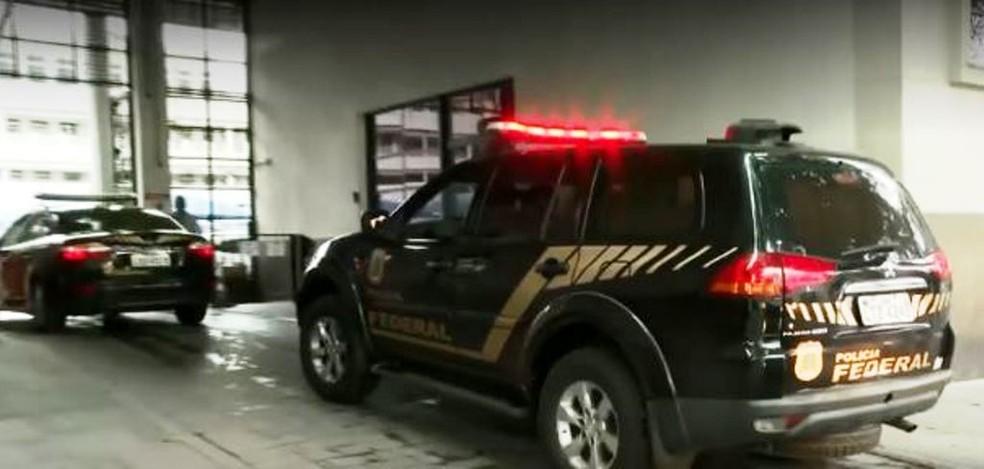 """Polícia no Rio de Janeiro cumprem mandados da Operação """"Postal Off"""" — Foto: Reprodução/ TV Globo"""