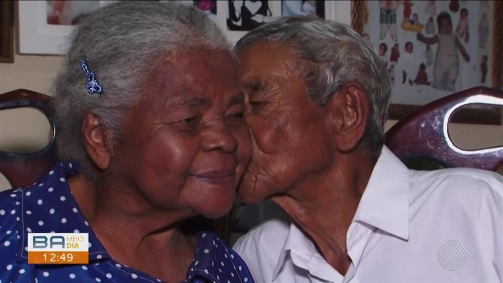 Casados há mais de 7 décadas na BA, idoso de 104 anos e mulher de 74 têm 5 filhos, 18 netos e 24 bisnetos:  — Foto: Reprodução/TV Sudoeste