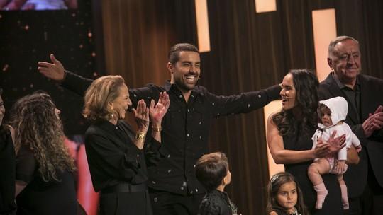 Ricardo Pereira se emociona com homenagem de família e amigos de Portugal no 'Tamanho Família'