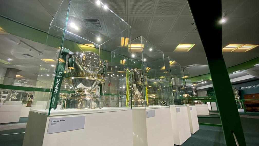 Taças da Copa do Brasil na nova sala de troféus do Palmeiras — Foto: Palmeiras