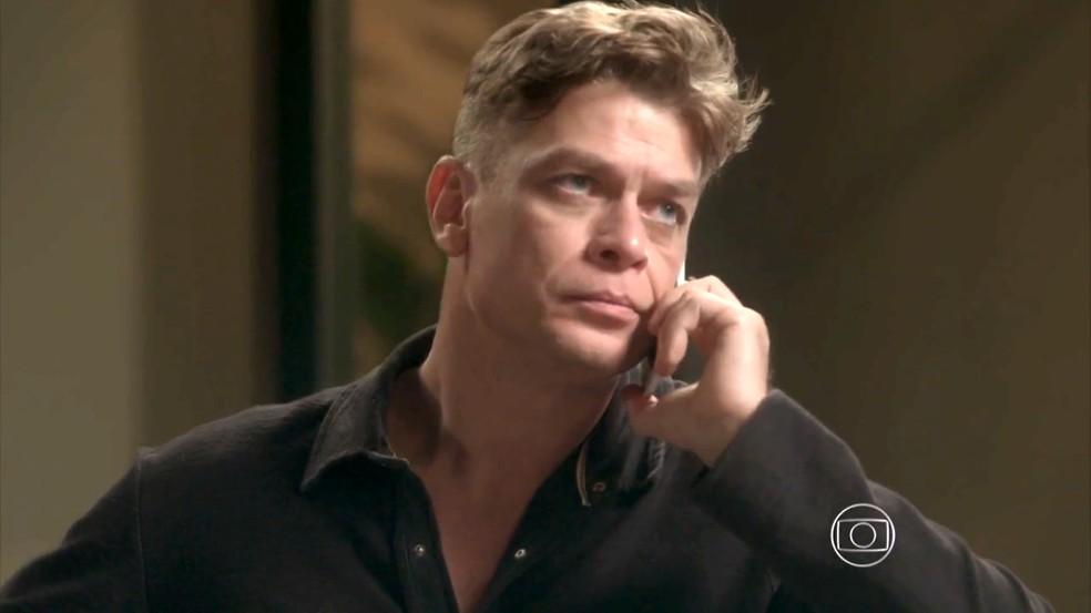 Arthur leva fora de Jonatas — Foto: TV Globo