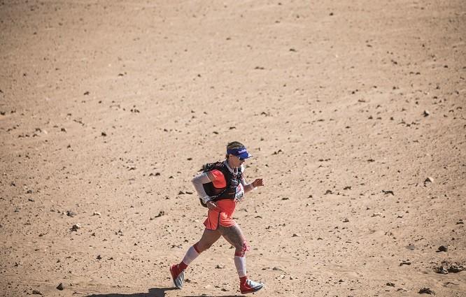 Fernanda Maciel corre a Maratona de Sables