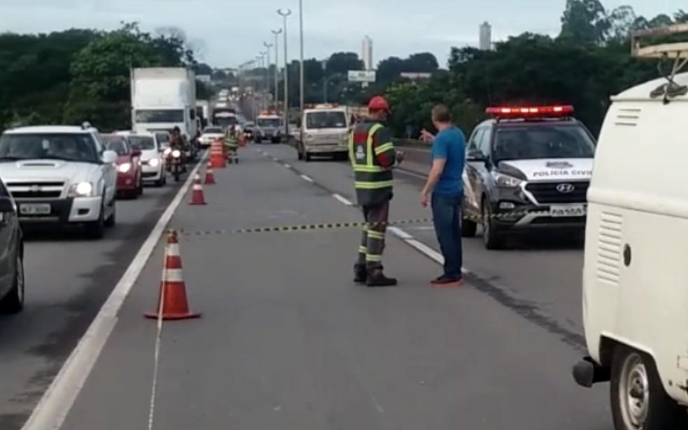 Duplo homicídio na BR-153 deixa o trânsito congestionado em Goiânia (Foto: PRF/ Divulgação)