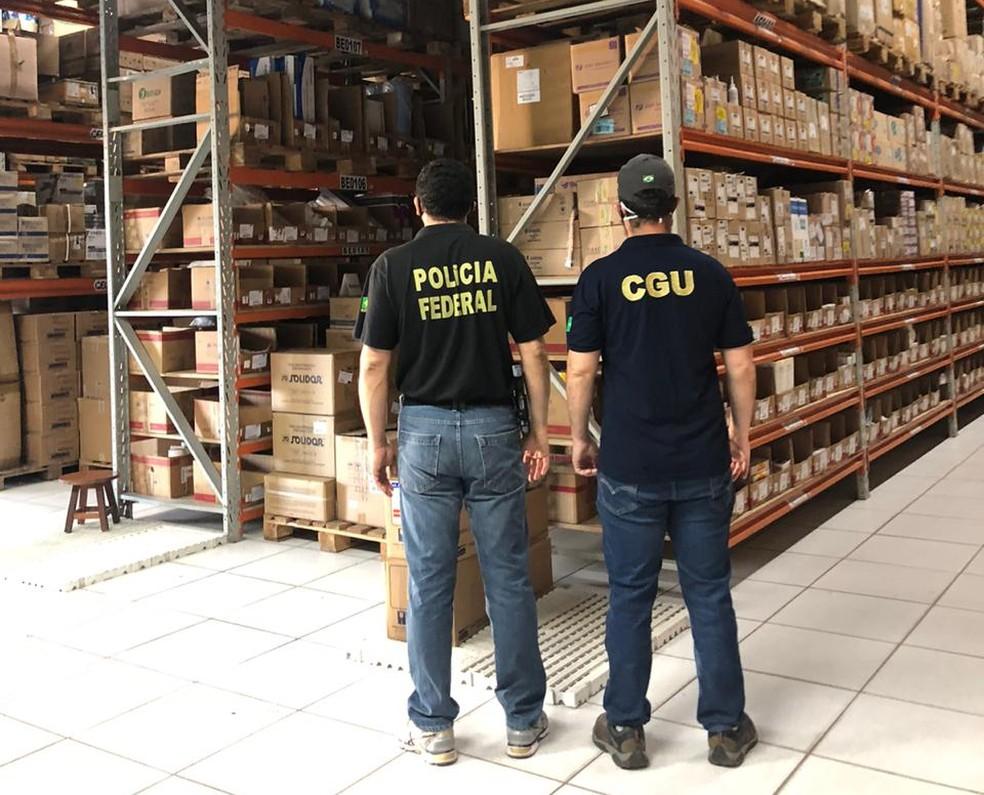 Equipe da PF cumpre mandado de busca e apreensão em empresa na capital piauiense — Foto: Divulgação/PF